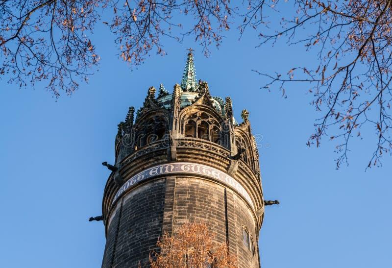 Wittenberg - Torenhoge spits waar Martin Luther de vijfennegentig theses nagelde royalty-vrije stock afbeelding