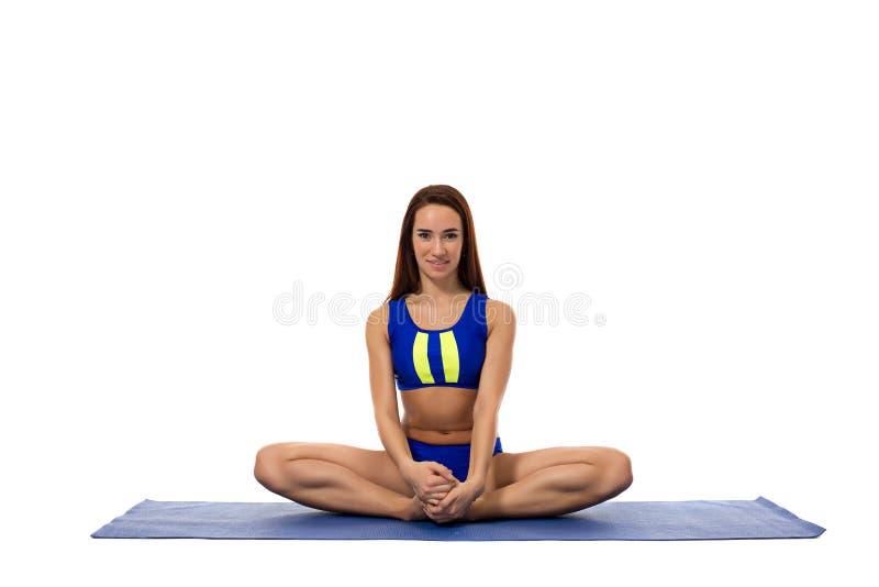 Wizerunek śliczna sporty dziewczyna pozuje w lotosowej pozyci fotografia stock