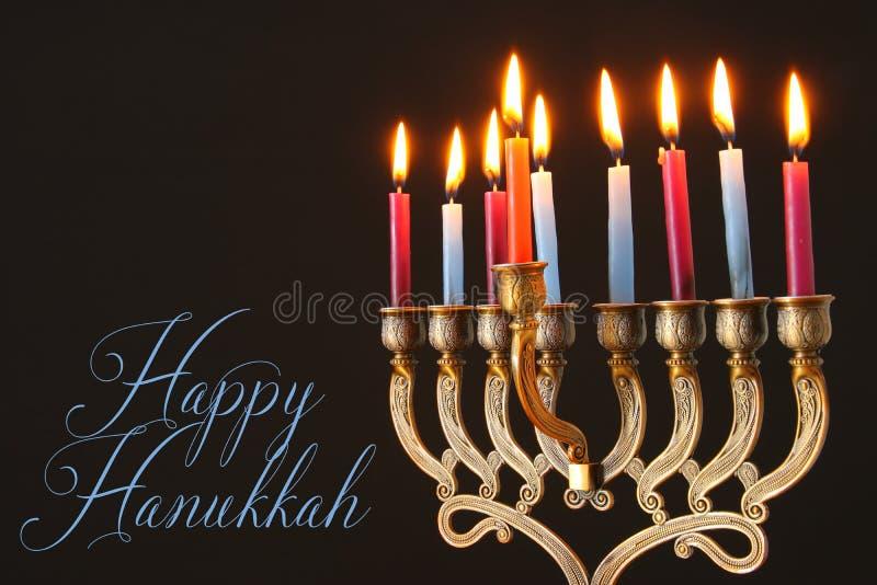 Wizerunek żydowski wakacyjny Hanukkah tło z menorah & x28; tradycyjny candelabra& x29; i świeczki fotografia royalty free