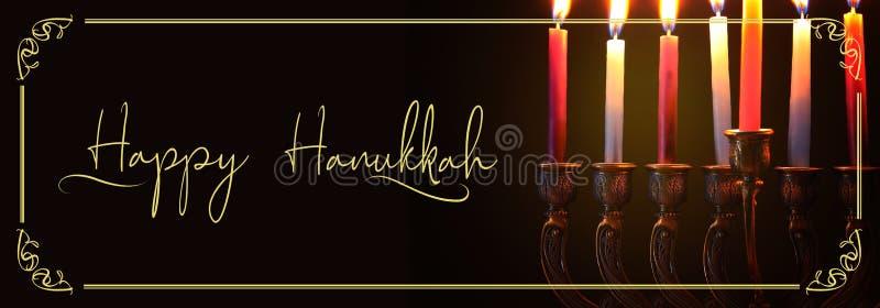 Wizerunek żydowski wakacyjny Hanukkah tło z menorah & x28; tradycyjny candelabra& x29; i świeczki zdjęcia stock