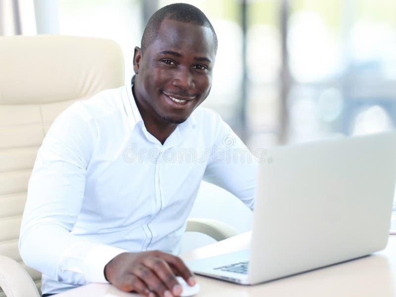 Wizerunek amerykanina afrykańskiego pochodzenia biznesmen zdjęcia stock