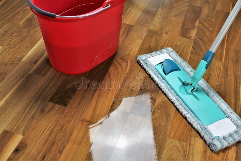 Wizerunek, czyści podłoga, sprzątanie zdjęcia royalty free
