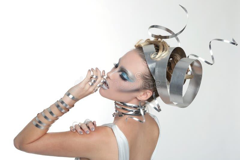 Wizerunek kobieta Jest ubranym Projektującą metal pracę fotografia royalty free