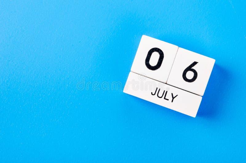 Wizerunek Lipa 6 koloru drewniany kalendarz obrazy stock