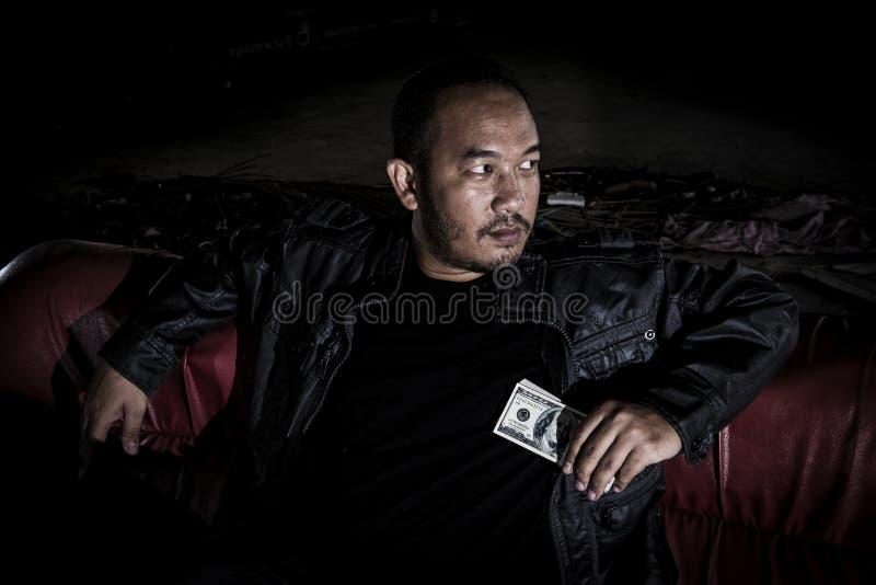 Wizerunek mężczyzna który patrzeje jak mafia obrazy stock