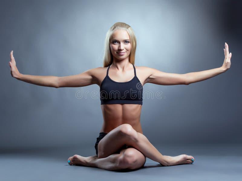 Wizerunek piękny uśmiechnięty joga instruktor fotografia stock