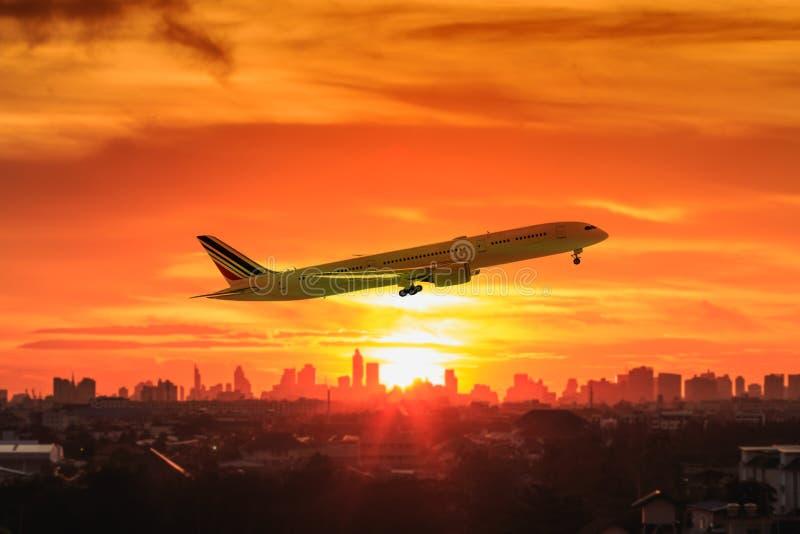 Wizerunek samolot z zmierzchu światłem obraz royalty free