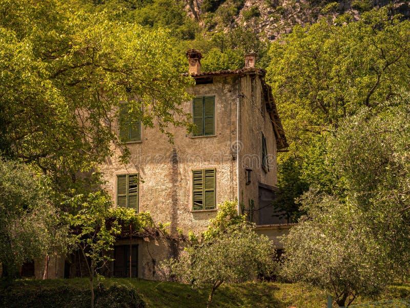 Wizerunek stary zaniechany dom, przegrani miejsca obrazy stock
