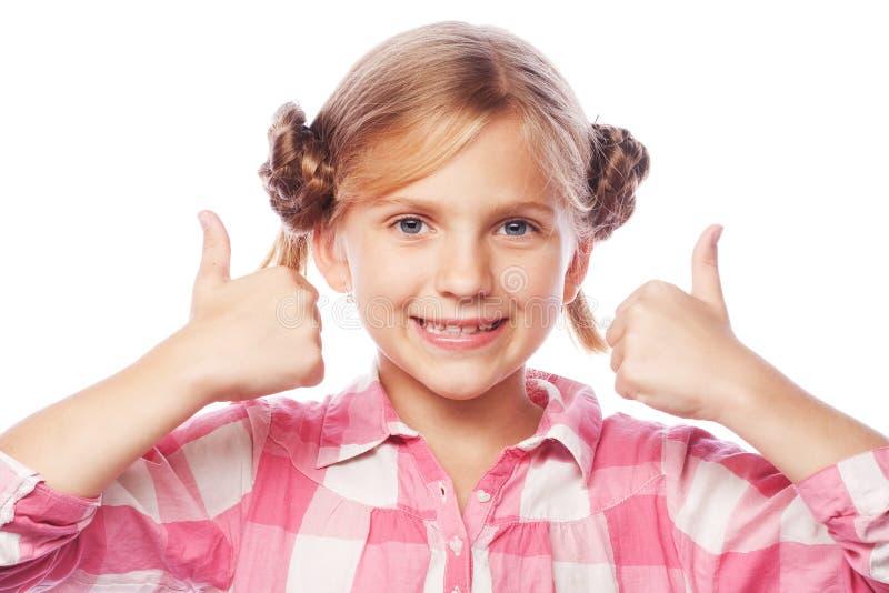 Wizerunek szczęśliwa małej dziewczynki dziecka pozycja odizolowywająca nad białymi półdupkami zdjęcia stock
