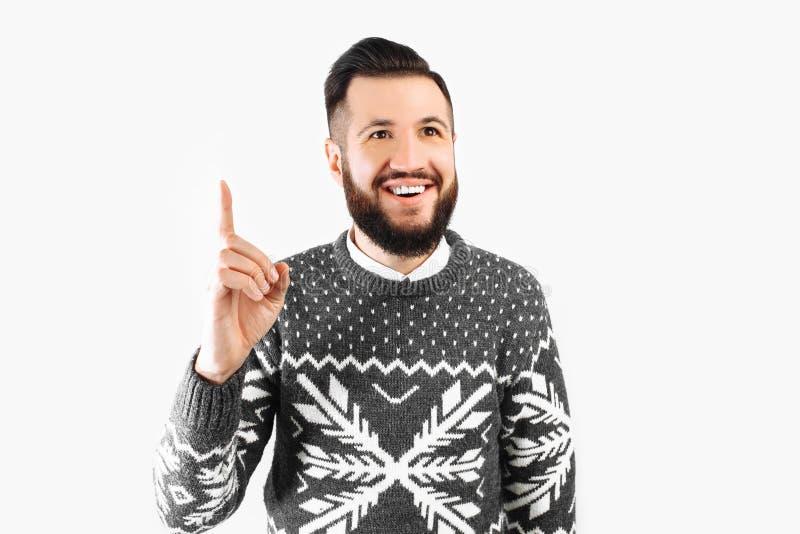 Wizerunek uśmiechnięty mężczyzna który pomysł Przystojny brodaty facet w pulowerze właśnie wchodzić na górę z wielką myślą obraz stock
