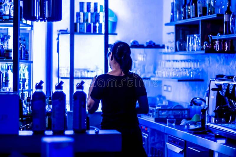 Wizerunki noc kluby z błękitnym LEDs brać przy jesolo plażą obraz stock