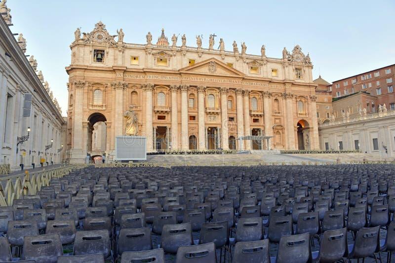 Wizerunki watykanu i świętego Peters bazylika, całkowicie lokalizujący wśród Rzym zdjęcia stock