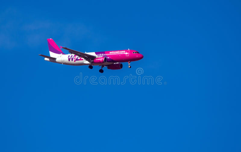 Download WizzAir Boeing 737 Landing At Cluj Airport Editorial Stock Image - Image: 29232064