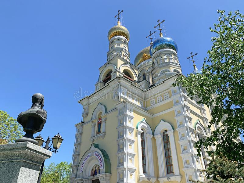Wladiwostok, Russland, Mai, 23, 2019 Kathedrale der Fürbitte des gesegneten reinen Pokrovsky in Wladiwostok im Frühjahr I stockfoto