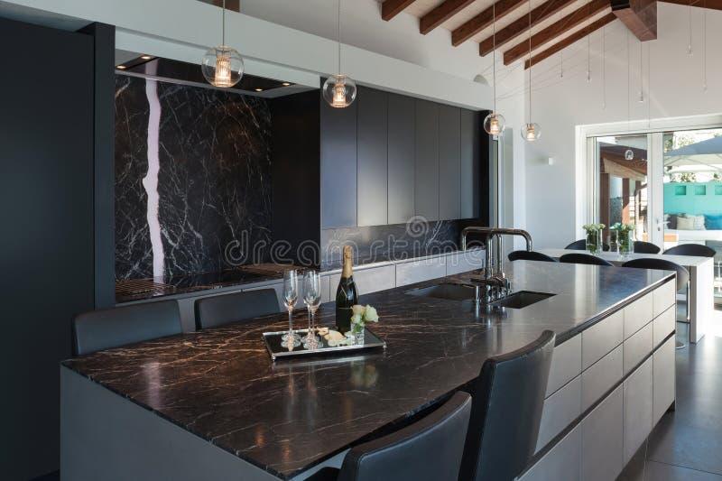 Wnętrza, nowożytna kuchnia fotografia royalty free