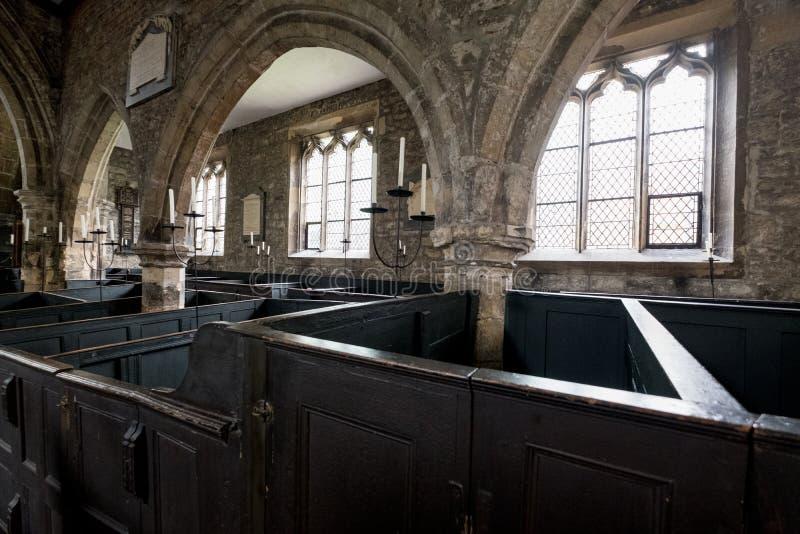 Wnętrze Świętej trójcy kościół, Jork UK Fotografia pokazuje oryginalnego, rzadkiego, drewnianego pudełka ławki, bardzo, dokąd rod obraz stock