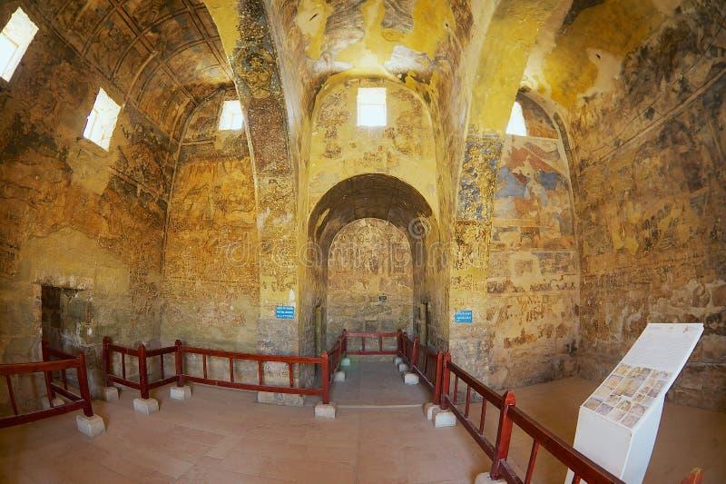 Wnętrze antyczny Umayyad pustyni kasztel Qasr Amra z rzymską malowidło ścienne ścianą i podsufitową dekoracją w Zarqa, Jordania zdjęcie royalty free