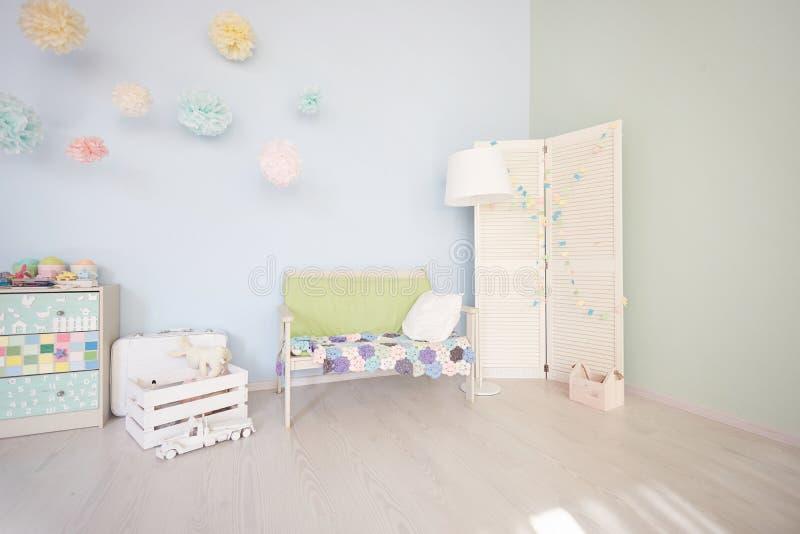 Wnętrze bawić się pokój wnętrze jest jaskrawymi pokojami dla dzieci przegląda wszystko zdjęcia stock