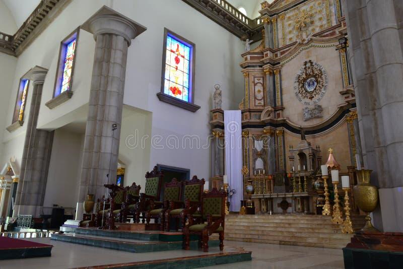 Wnętrze bazylika Suyapa kościół w Tegucigalpa, Honduras obrazy royalty free