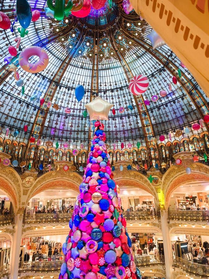 Wnętrze centrum handlowe Galeries Lafayette lokalizował bulwar obrazy stock