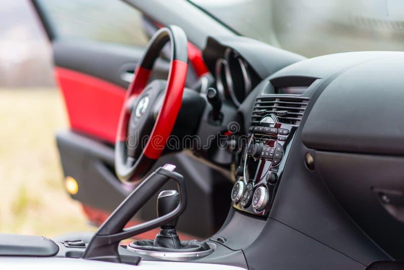 Wnętrze czerwony sportowy samochód Mazda RX-8 w naturze fotografia stock