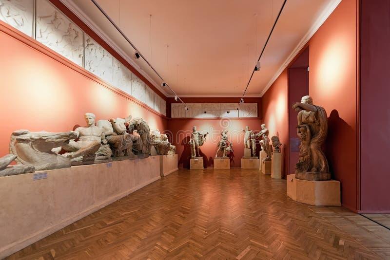Wnętrze Grecka sala z tynk obsadą sławne rzeźby w Odesa muzeum western i zdjęcia stock