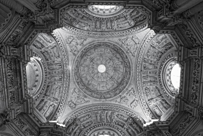 Wnętrze katedra Seville obrazy stock