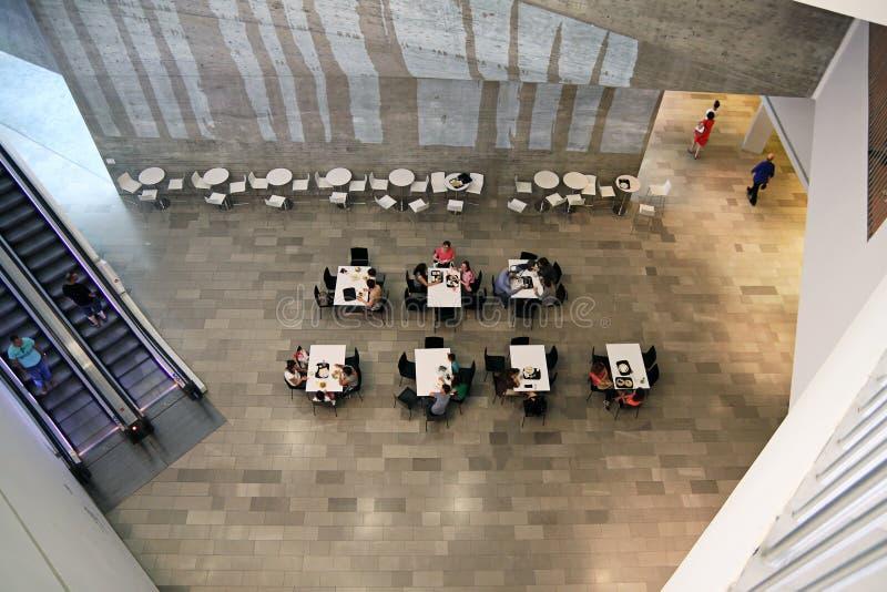 Wnętrze kawiarnia przy muzeum sztuki, Tel Aviv fotografia stock