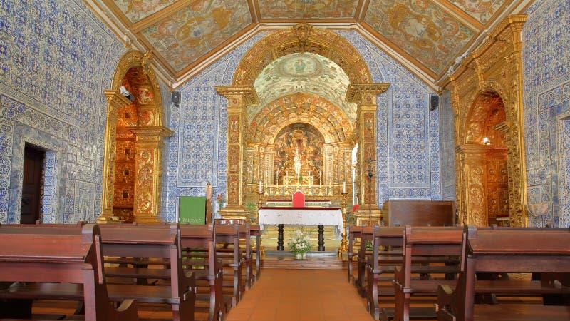 Wnętrze kościelny Igreja Matriz Vila Do Bispo, z baroku stylem i dekorujący z Azulejos obrazy royalty free