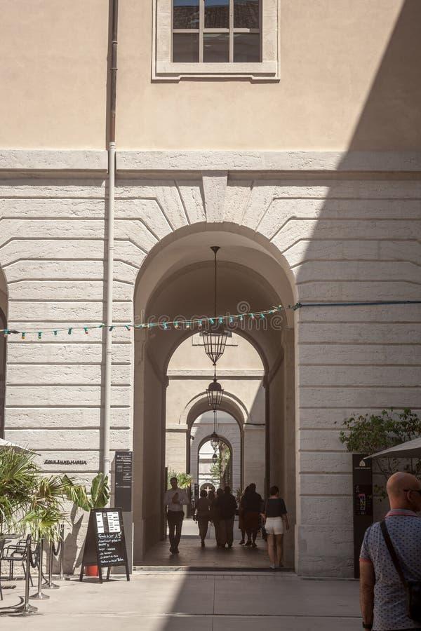 Wnętrze lobby Hotelowy Dieu w Lion, niedawno odnawiący Ja jest jeden punkty zwrotni miasto, poprzedni szpital obraz stock