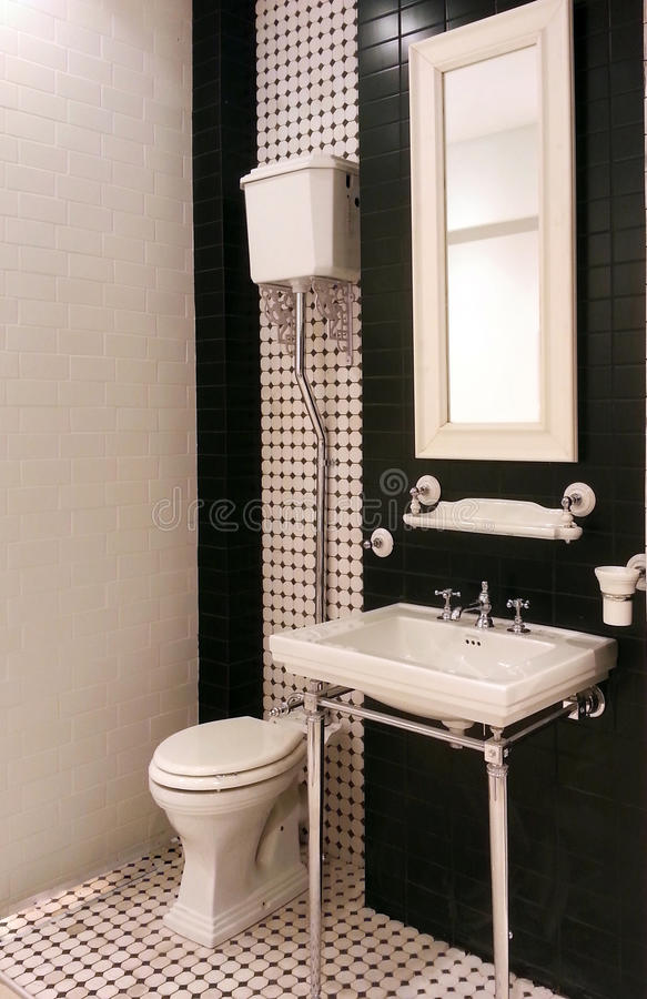 Wnętrze luksusowa rocznik łazienka w kurortu mieszkaniu obrazy royalty free