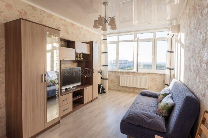 Wnętrze mały pracowniany żywy pokój fotografia stock