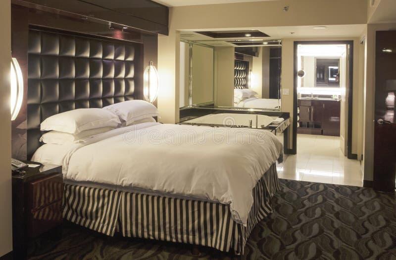 Wnętrze Nowożytna Hotelowa Adjascent łazienka Environm i sypialnia obraz stock