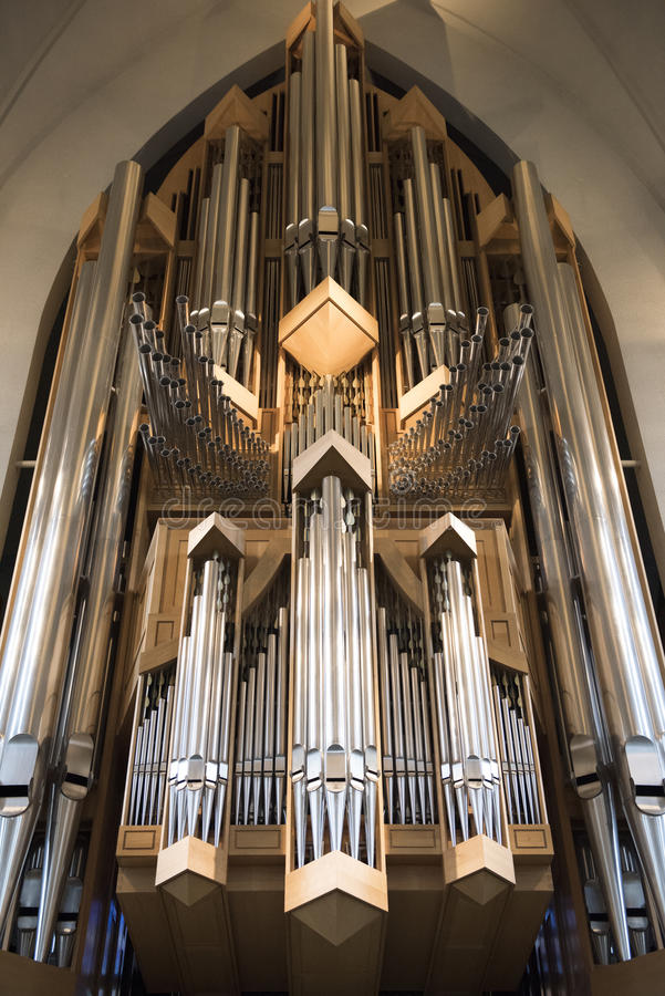 Wnętrze nowożytny Hallgrimskirkja kościelny organ w Reykjavik, Iceland obrazy royalty free