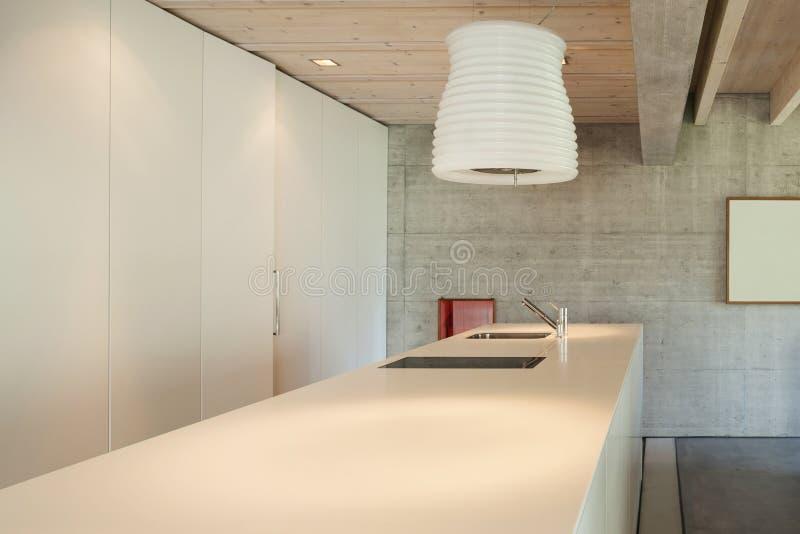 Wnętrze, odpierający wierzchołek kuchnia fotografia royalty free