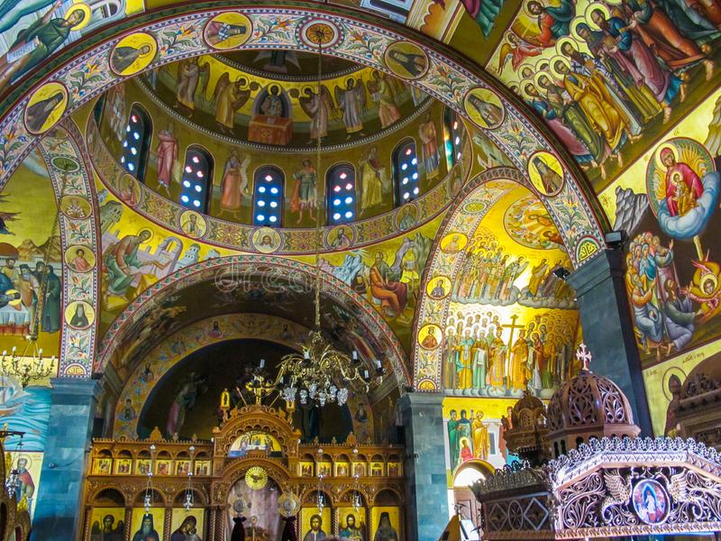 Wnętrze Ortodoksalny kościół Świątobliwy Savvas patron grek fotografia stock
