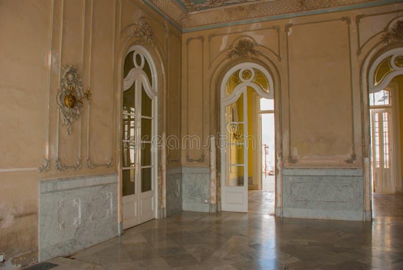 Wnętrze pałac cienfuegos Cuba Palacio Ferrer w Jose Marti parku, dom kultura Benjamin Duarte fotografia stock
