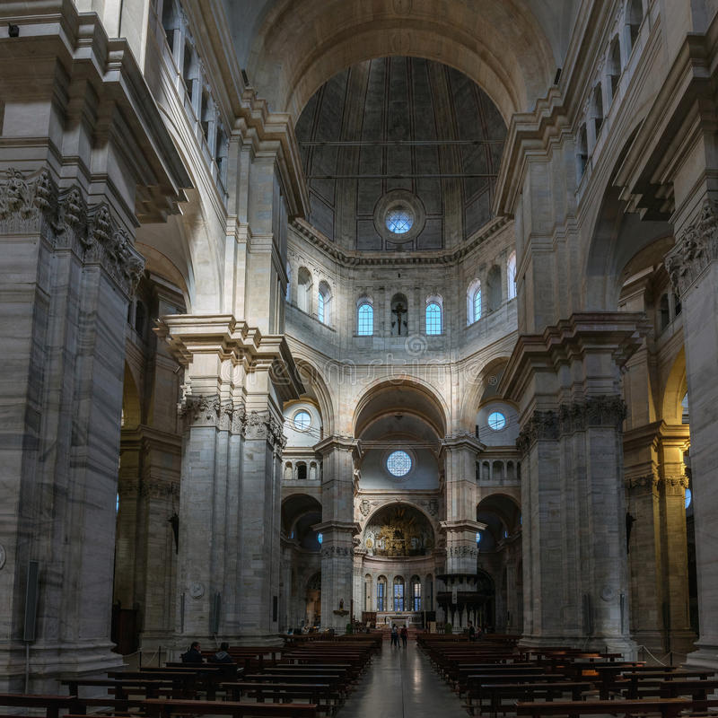 Wnętrze Pavia&-x27; s katedra zdjęcie stock