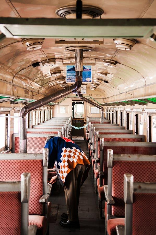 Wnętrze potbelly kuchenki rocznika pociąg Tsugaru kolej przy G fotografia royalty free