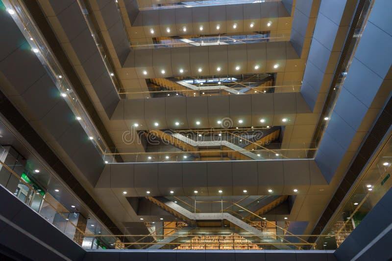Wnętrze przestrzeń Latvian Krajowa biblioteka także znać jako kasztel światło, Ryski, Latvia, Lipiec 25, 2018 zdjęcia royalty free