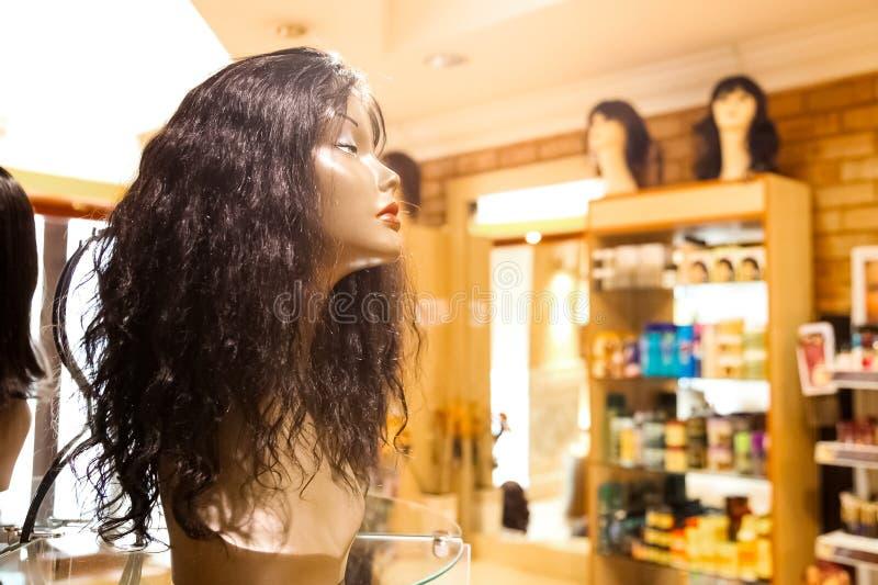 Wnętrze rynku handlu detalicznego peruki sklep fotografia royalty free