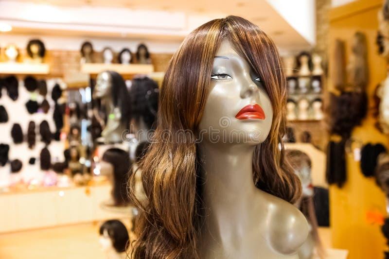 Wnętrze rynku handlu detalicznego peruki sklep zdjęcie royalty free
