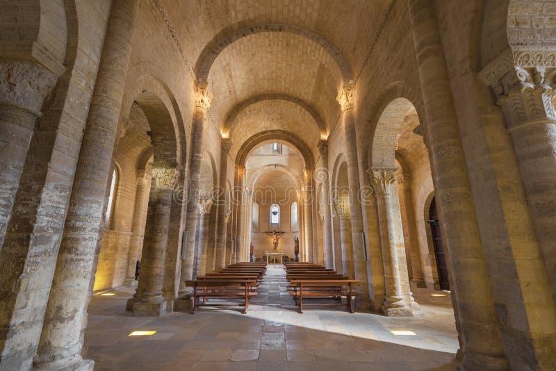 Wnętrze sławny romańszczyzna kościół obraz royalty free