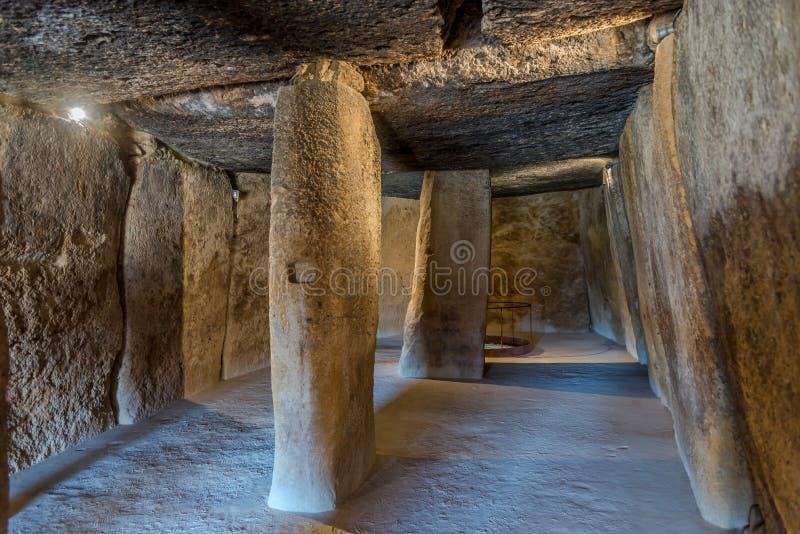 Wnętrze sala dolmen Menga w Antequera, Hiszpania - obraz stock