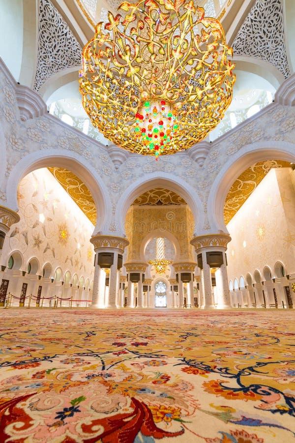 Wnętrze Sheikh Zayed Uroczysty meczet w Abu Dhabi zdjęcie royalty free