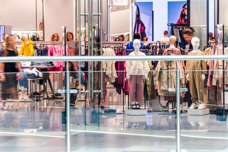 Wnętrze sklep odzieżowy w DANA centrum handlowego shoping centrum obrazy stock