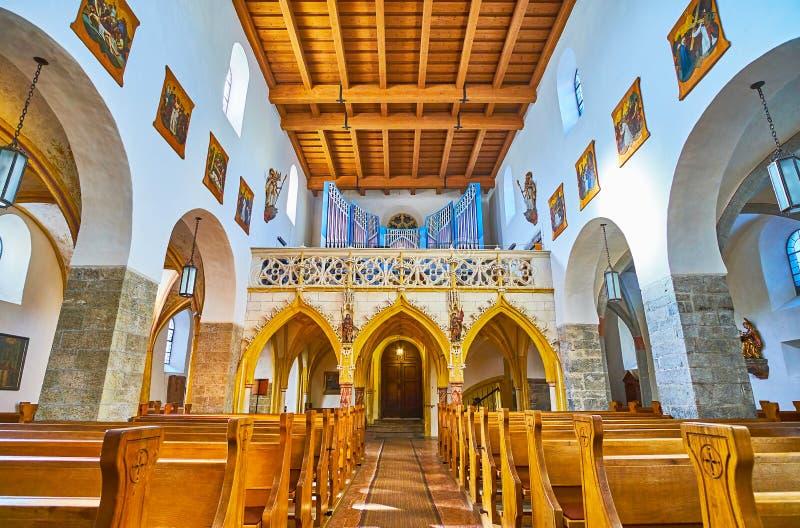 Wnętrze St Hippolyt kościół, Zell jest Widzii, Austria zdjęcia stock