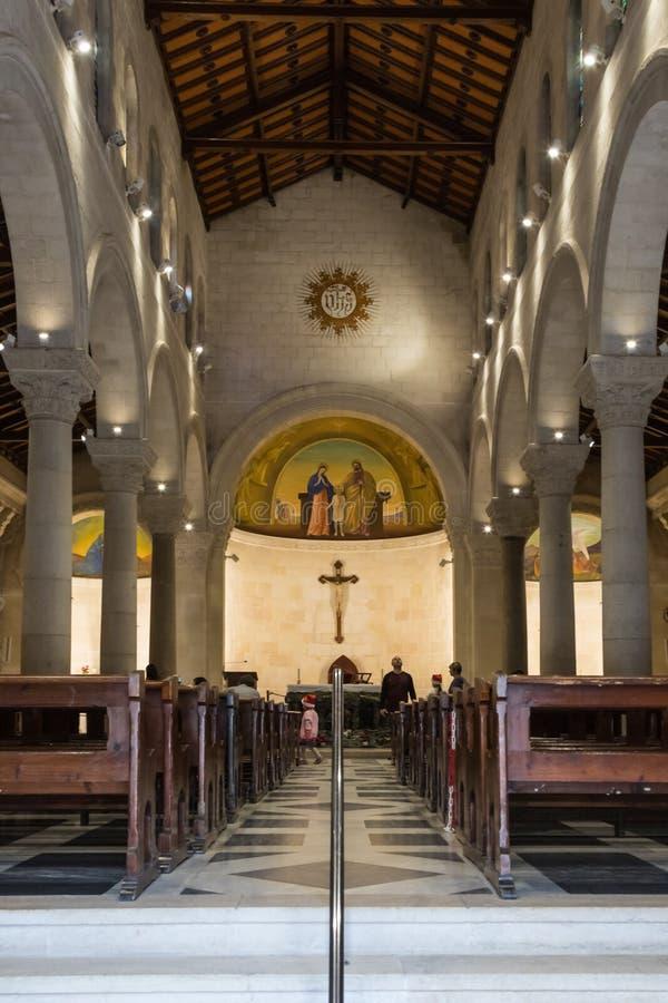Wnętrze St Joseph ` s kościół w starym mieście Nazareth w Izrael obraz royalty free