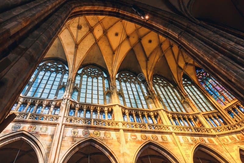 Wnętrze St Vitus katedra przy Praga kasztelem, republika czech zdjęcia royalty free
