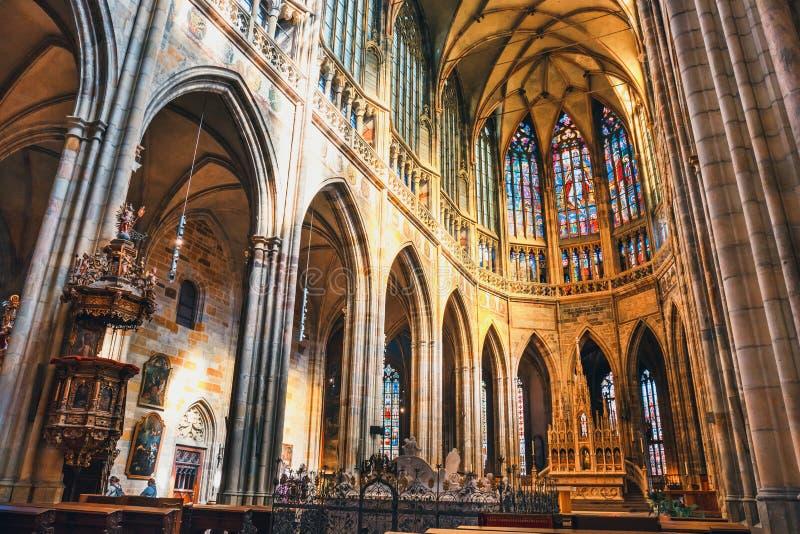 Wnętrze St Vitus katedra przy Praga kasztelem, republika czech obrazy royalty free